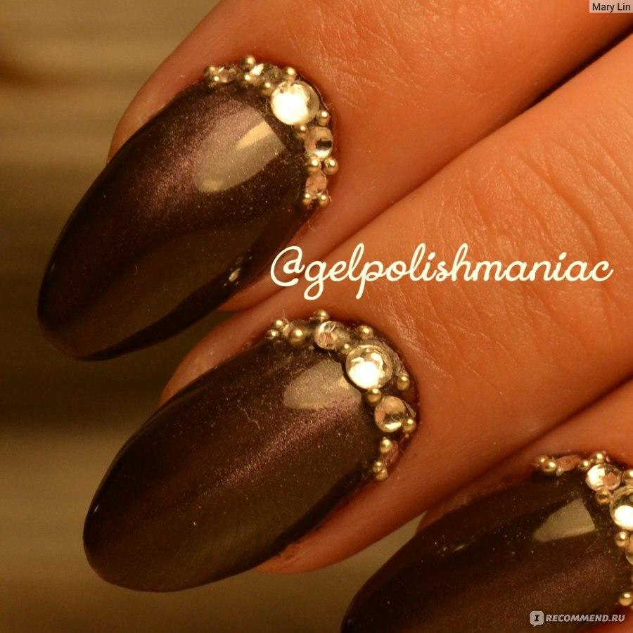 Стразы с бульонками на ногтях