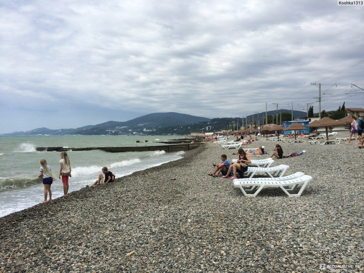 Фото пляжа в адлере в курортном городке