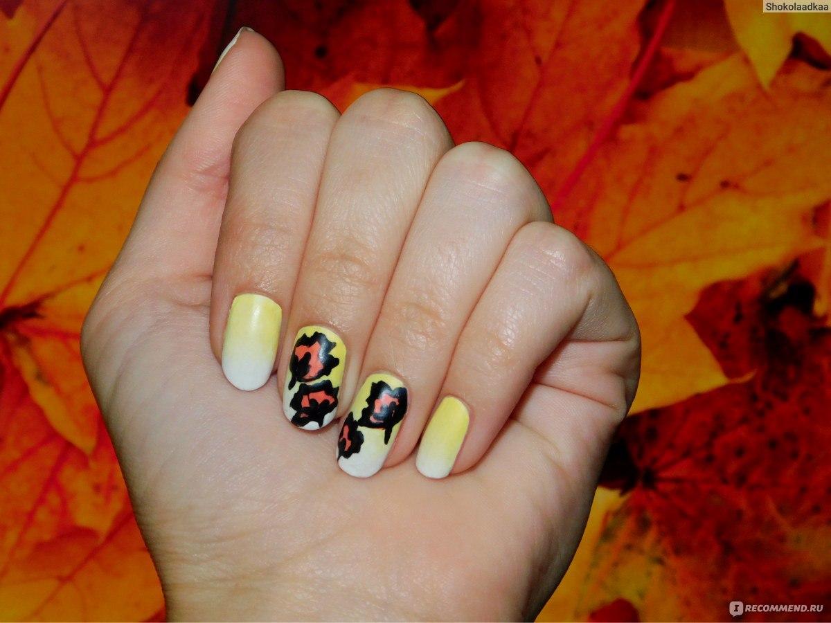 Фото кленового листа на ногтях