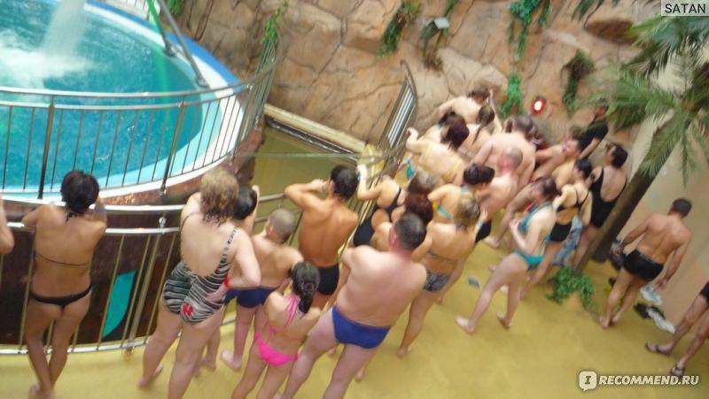 женская в бассейне видео раздевалка