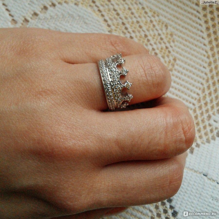 кольцо в виде короны  на руке