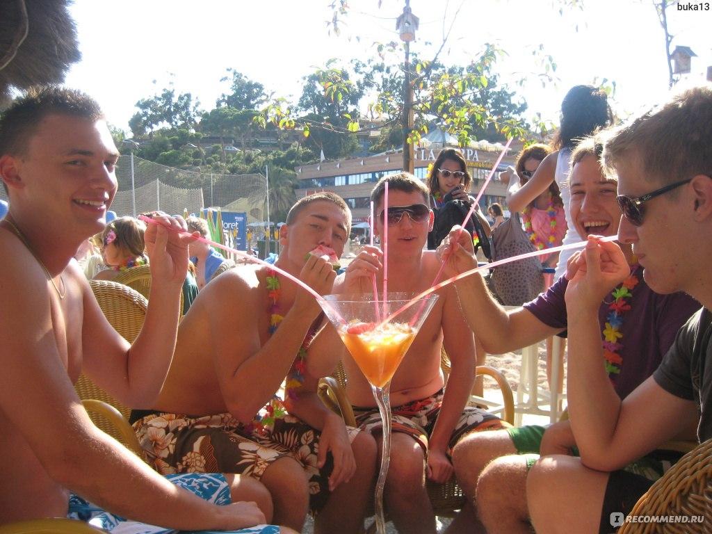 Пьяные девушки на пляже в турции 24 фотография