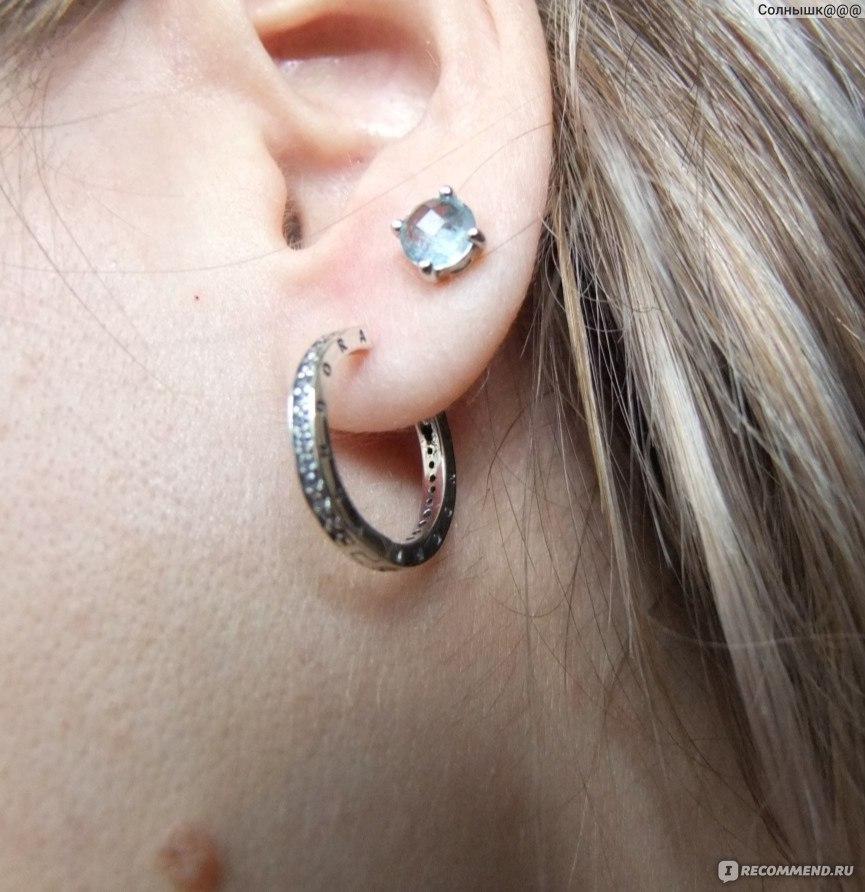 серьги кольца  на ушах