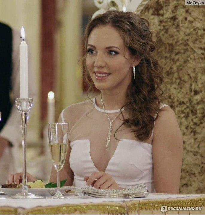 Полина Максимова В Красном Белье – Деффчонки (2012)