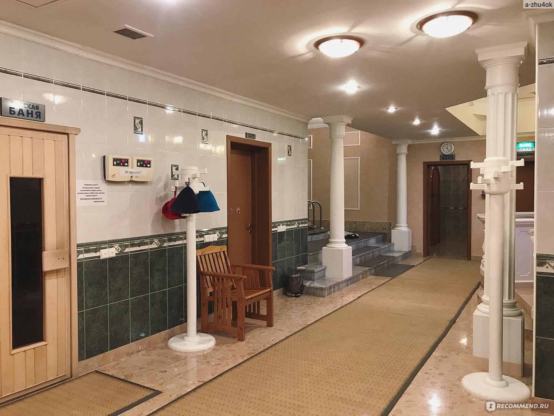 Банный комплекс: сауна, баня, между колоннами расположена купель
