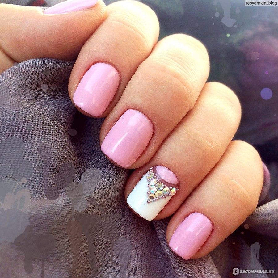 Красивая выкладка страз на ногтях