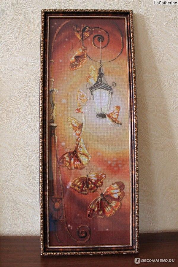 Вышивка бабочки у фонаря