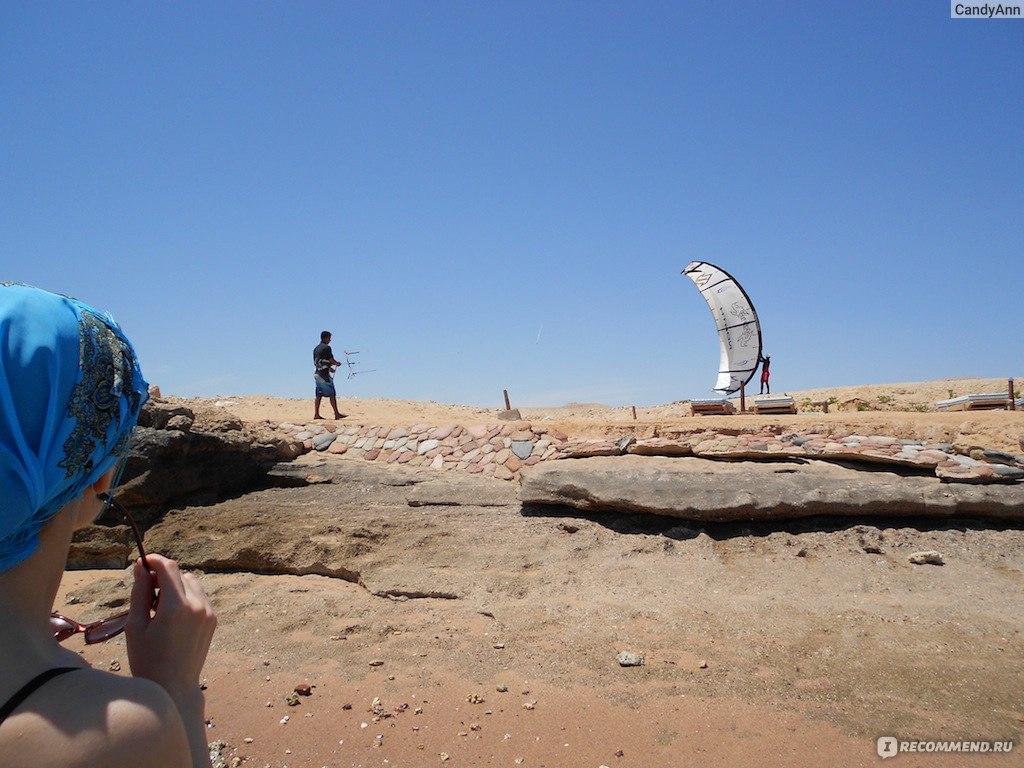 Фото в экстрим купальнике на обычном пляже 24 фотография