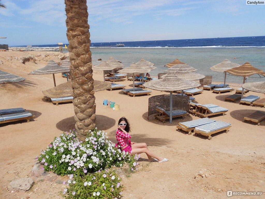 Фото в экстрим купальнике на обычном пляже 19 фотография