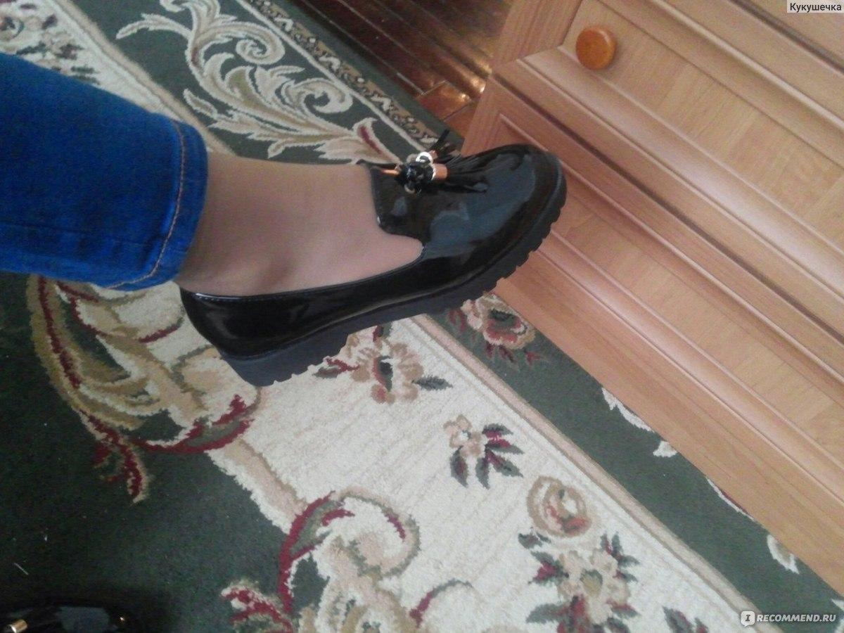 Большая обувь толкуется сонником orakul как символ чрезмерных желаний, распространяющихся далеко за рамки ваших возможностей.