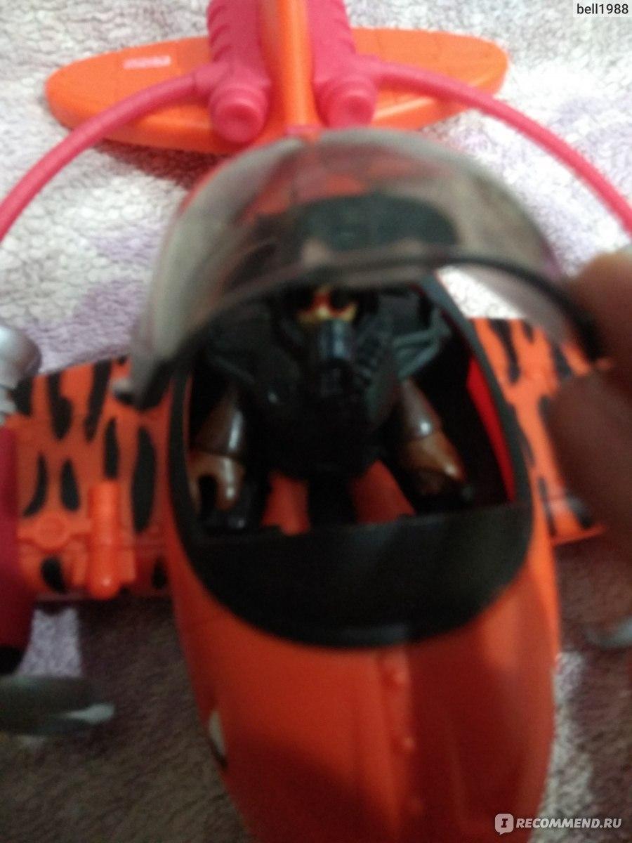 Самолет акула игрушка