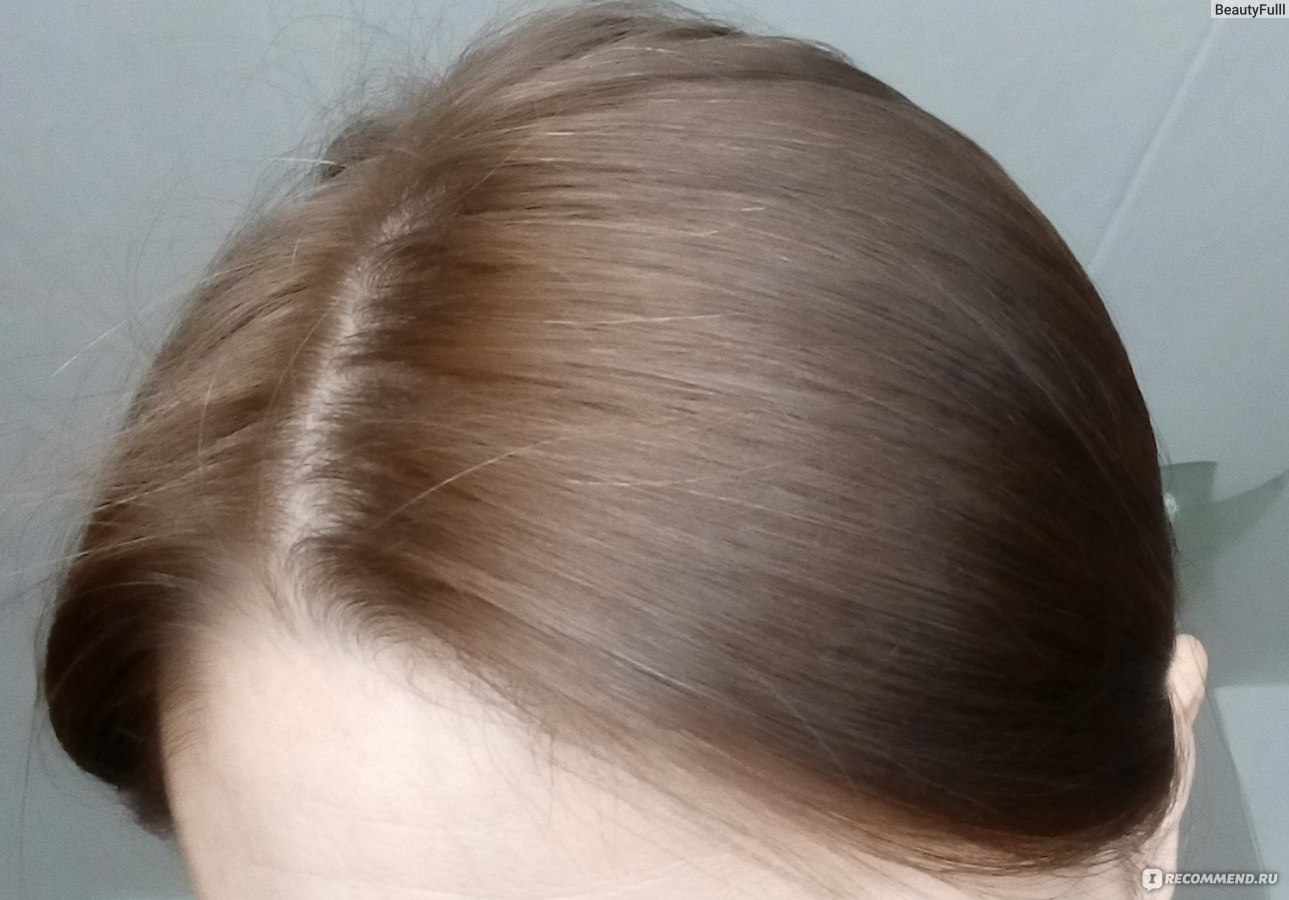Модель  лет седые волосы