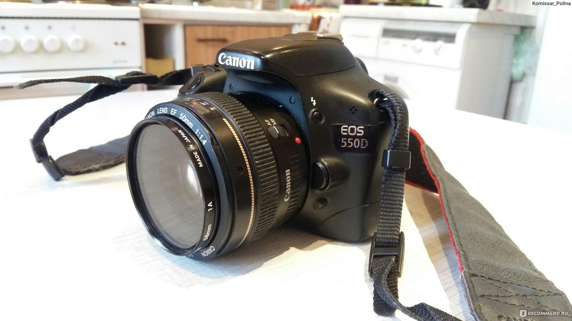 изысканным фотоаппарат с хорошим размытым фоном и зумом кольцом середине, движение