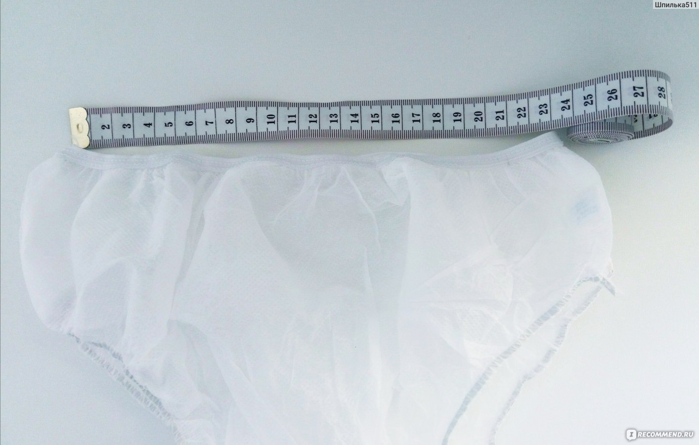 Запачканные трусы под юбкой