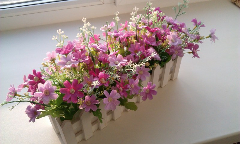Можно хранить искусственные цветы дома