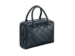 Подкладка сумки черного цвета.  Материал: полиэстер.  Сумка закрывается.