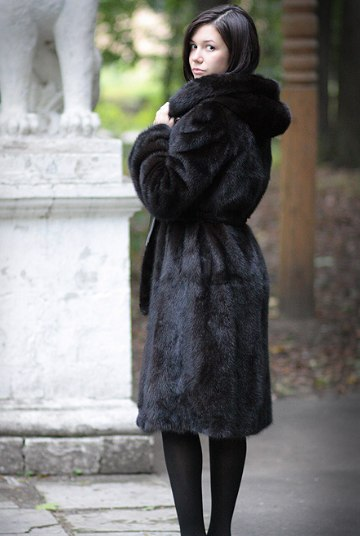 Почему стоит приобрести шубу, а не другие виды курток новые фото