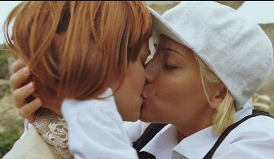 bolshie-vlazhnie-lesbiyskaya-lyubov-filmi-na-telefon-chastnie-videoroliki