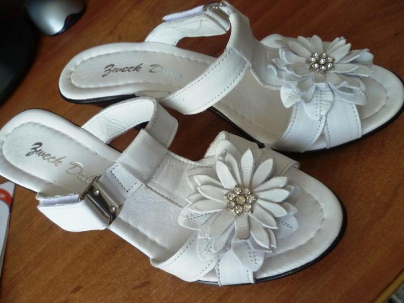 а на ногах знакомая обувь