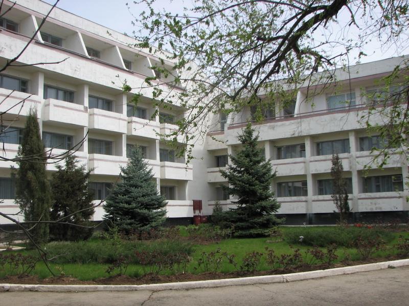 Пансионат таласса расположен в г евпатория и находится в зоне санаториев и пансионатов города, где тихо и спокойно