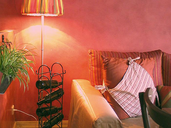 Итальянский ресторан.  Светлый с большими окнами, дорогими стульями...