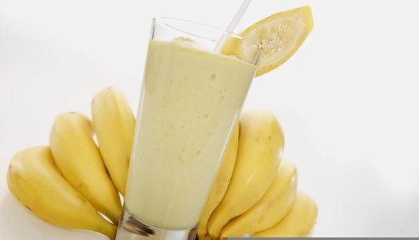 Бананы с молоком молочный коктейль с бананом в блендере рецепт.