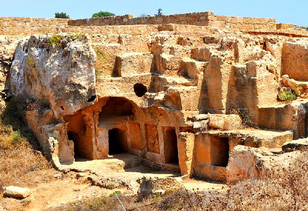 создании античные места в центре пафоса полностью облегает тело