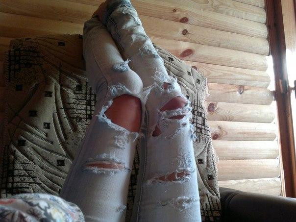Как самому сделать джинсы с дырками на коленях