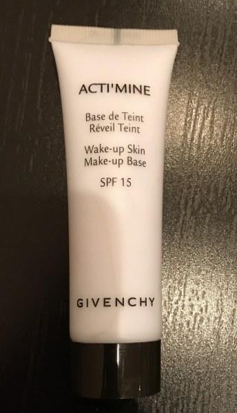 Givenchy spf под макияж