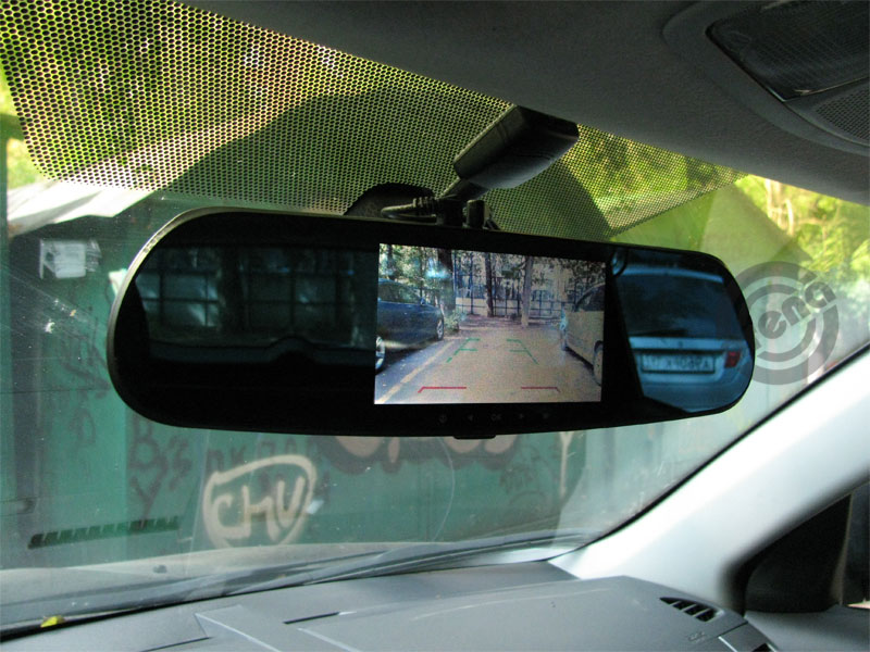 Зеркало с камерой заднего вида