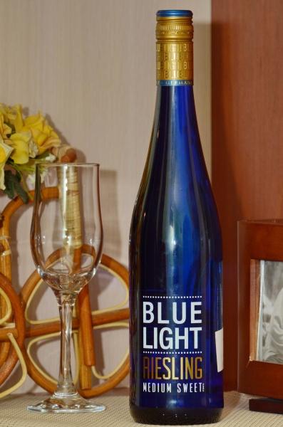 С чем пьют полусладкое вино? Какое полусладкое вино выбрать?